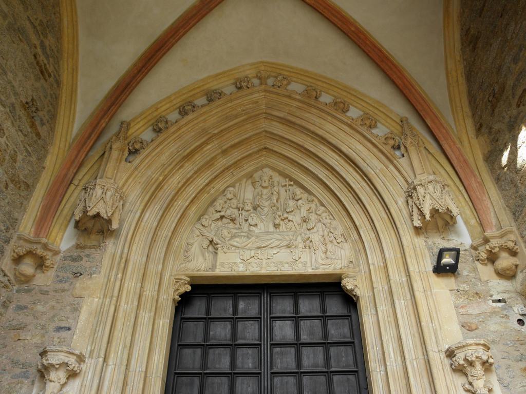 Strzegom - bazylika portyk południowy
