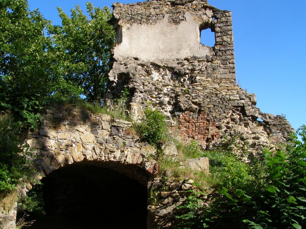 Yard of the medium castle