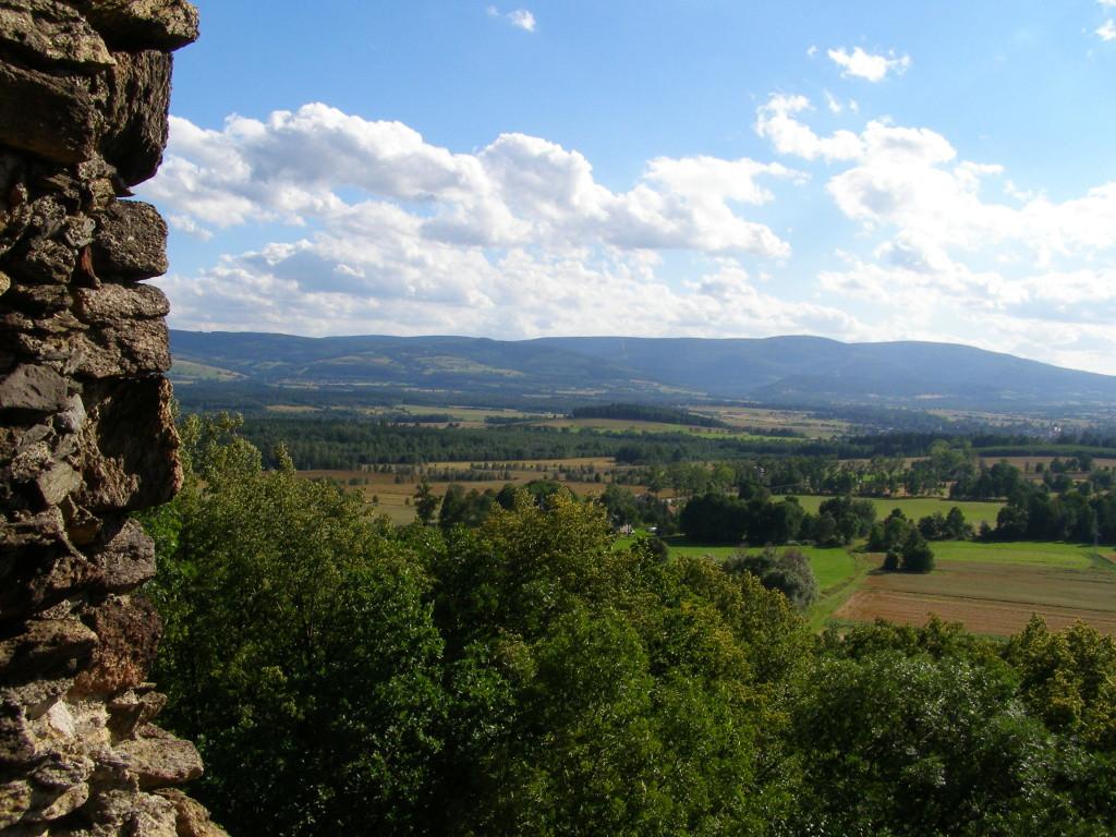 Izerskie Mts. from ruins in Proszowka