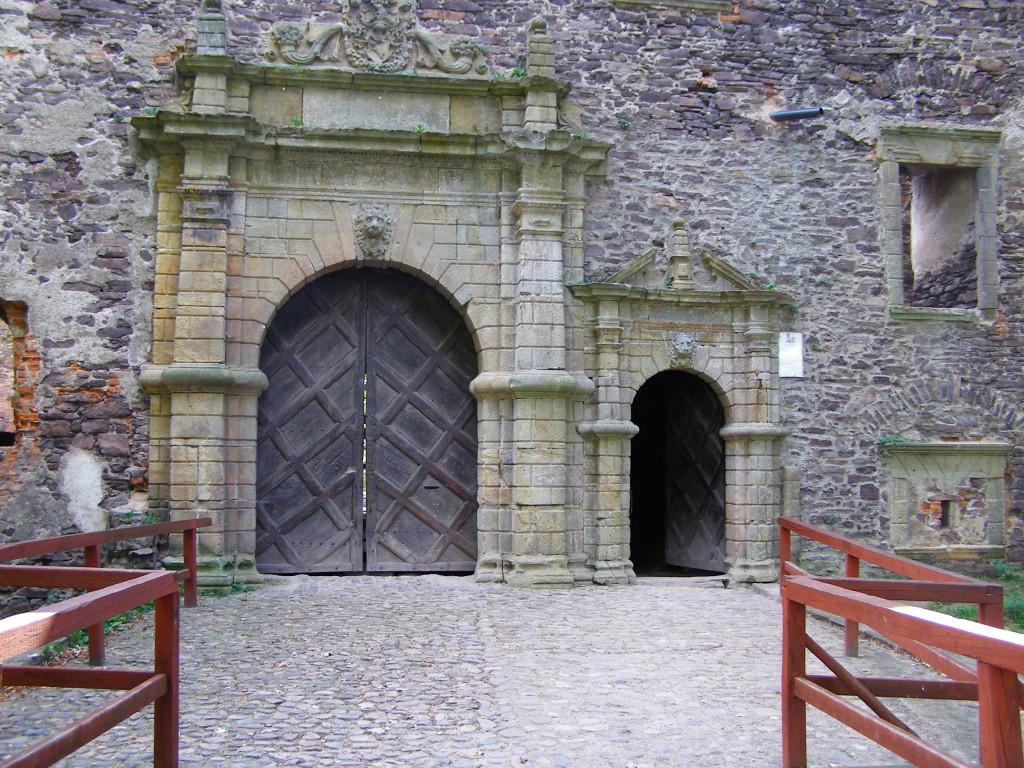 Gate of Swiny castle