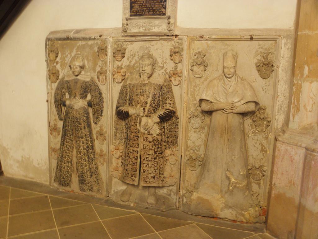 Strzegom - płyty renesansowe w bazylice