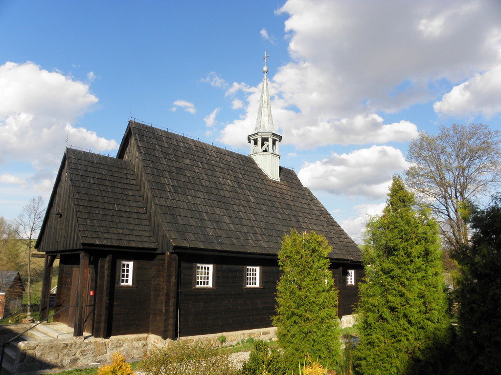 Drewniany kościółek w Kromnowie