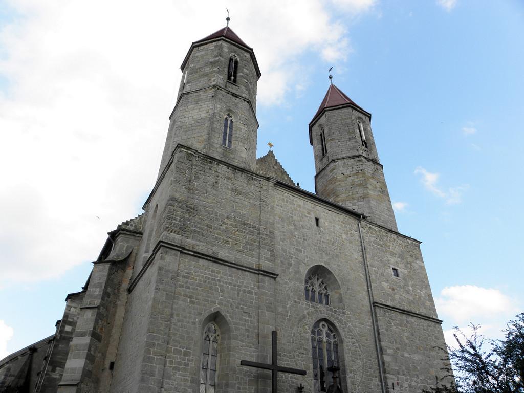 Fasada kościoła we Lwówku Śl.