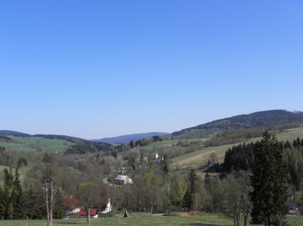 Widok na dolinę Orlicy znad Bartoszowic